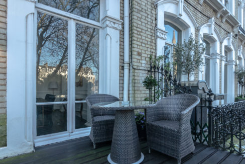 17 Redcliffe Square Apartment_front balcony.2