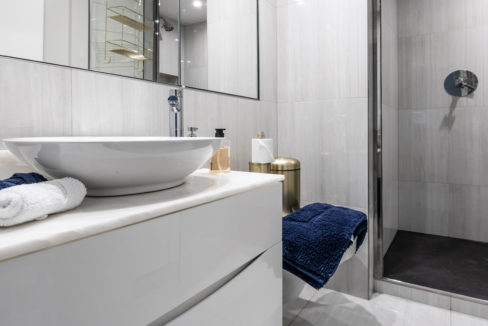 17 Redcliffe Square Apartment_guest bathroom.1